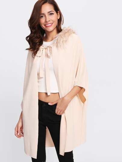 Cappotto con collare in pelliccia ecologica