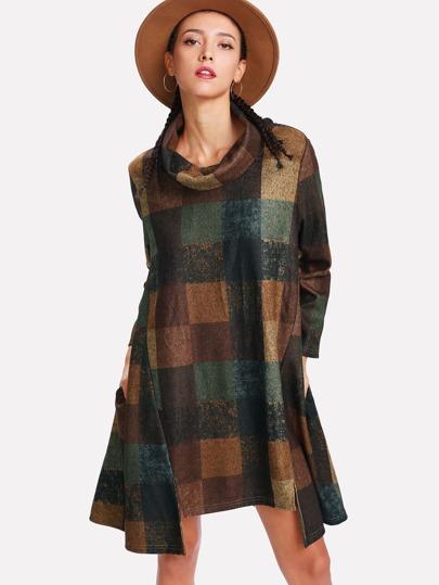 Kleid mit Trichterhals