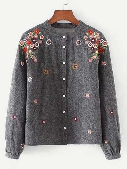 Blusa con hombro caído y bordado de flor