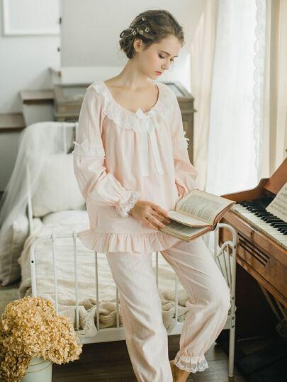 Conjunto de pijama con encaje con volantes