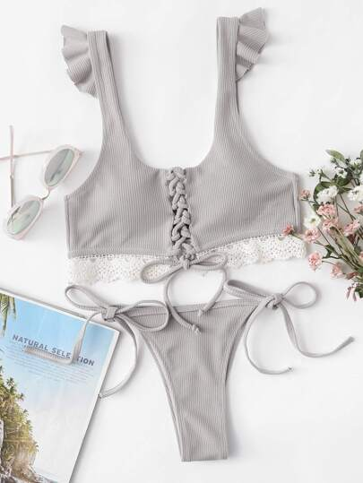 Conjunto de bikini con cordón en la parte delantera