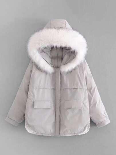 Manteau large matelassé à capuche en fourrure fausse