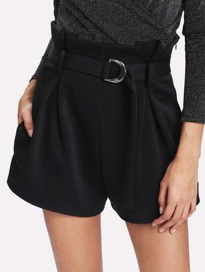 Shorts avec ceinture et des plis
