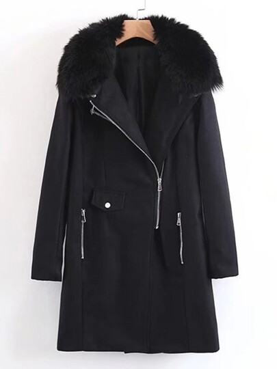 Cappotto con collare in pelliccia sintetica
