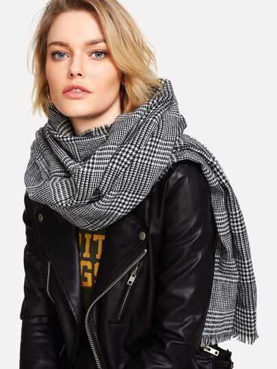 Frayed Trim Houndstooth Scarf