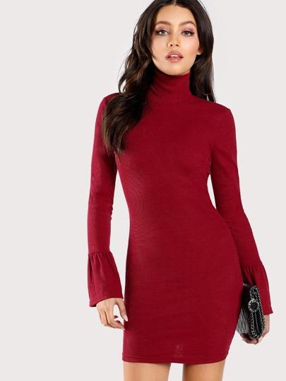 Модное платье, рукав клёш