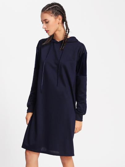 Vestido de terciopelo con capucha