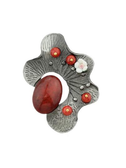 Broche style antique avec perle en résine -rouge