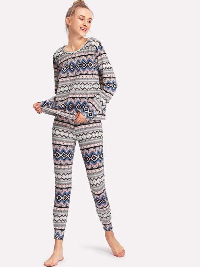 Conjunto de pijama con estampado tribal