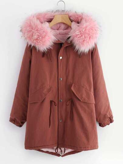 Manteau découpé en fourrure fausse