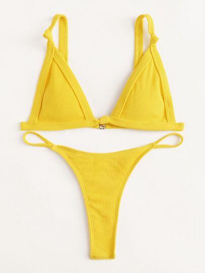Conjunto de bikini con pierna alta
