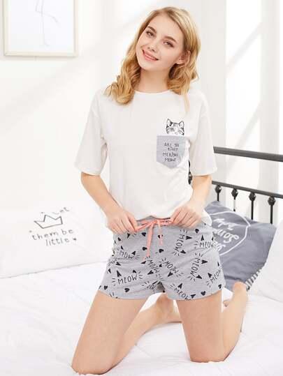 Conjunto de pijama con gato y hombro caído
