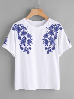 Symmetric Flower Embroidery T-shirt