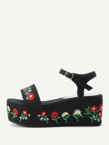 Wedge Sandals brodé des fleurs en denim
