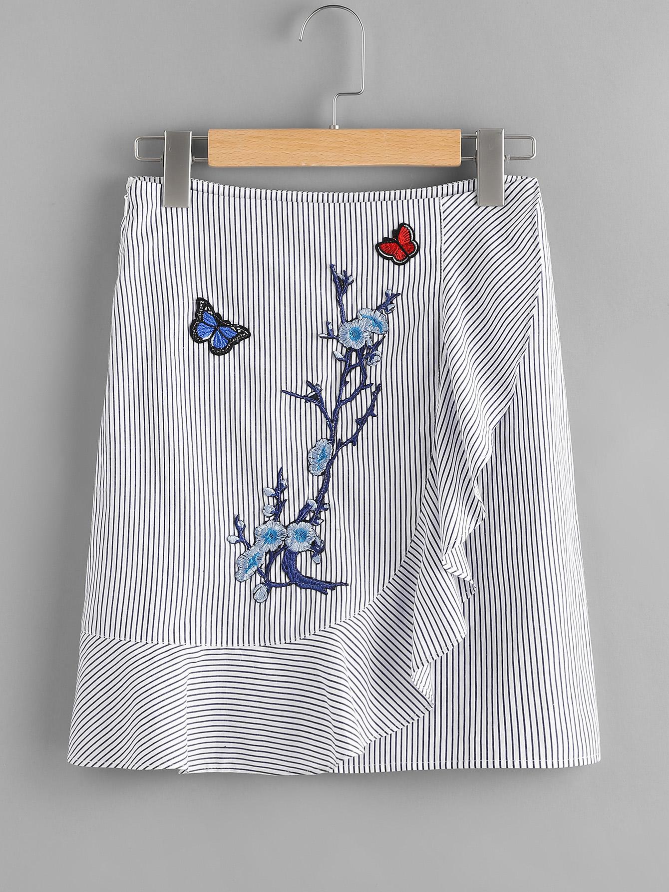 Фото Embroidered Patch Frill Detail Pinstripe Skirt. Купить с доставкой