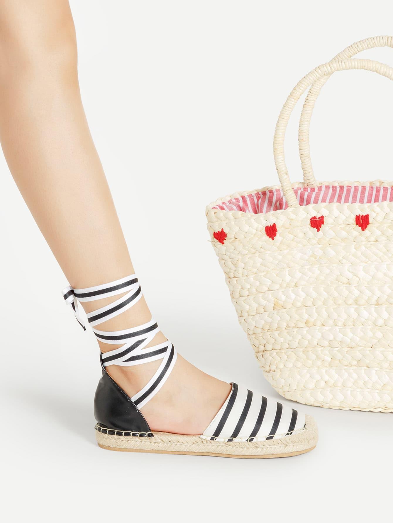 Фото Stripe Cap Toe Lace Up Flats. Купить с доставкой