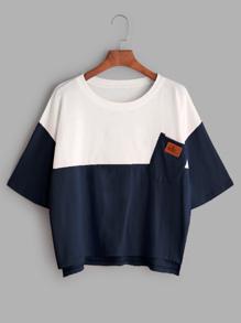 Camiseta asimétrica con bolsillo en el pecho en color block
