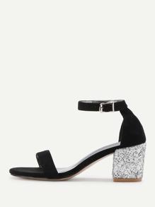 Sandales à talons brillantes