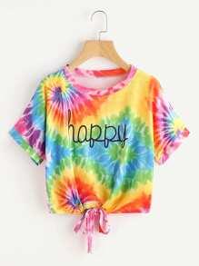 Camiseta con letras y nudo en la parte delantera