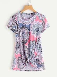 Tee-shirt imprimé avec nœud