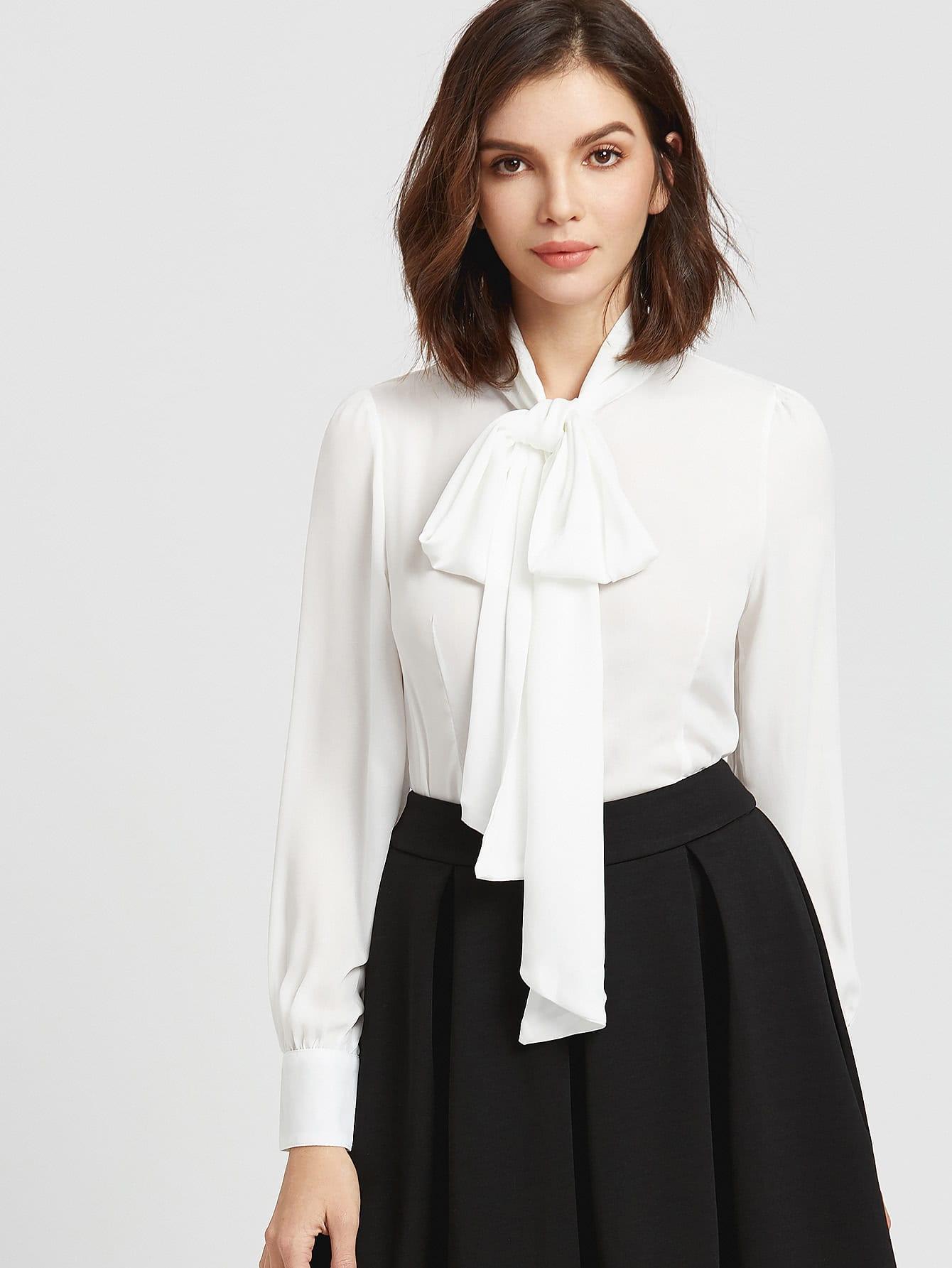 Weiße Bluse Schleife am Hals mit abgerundetem Saum