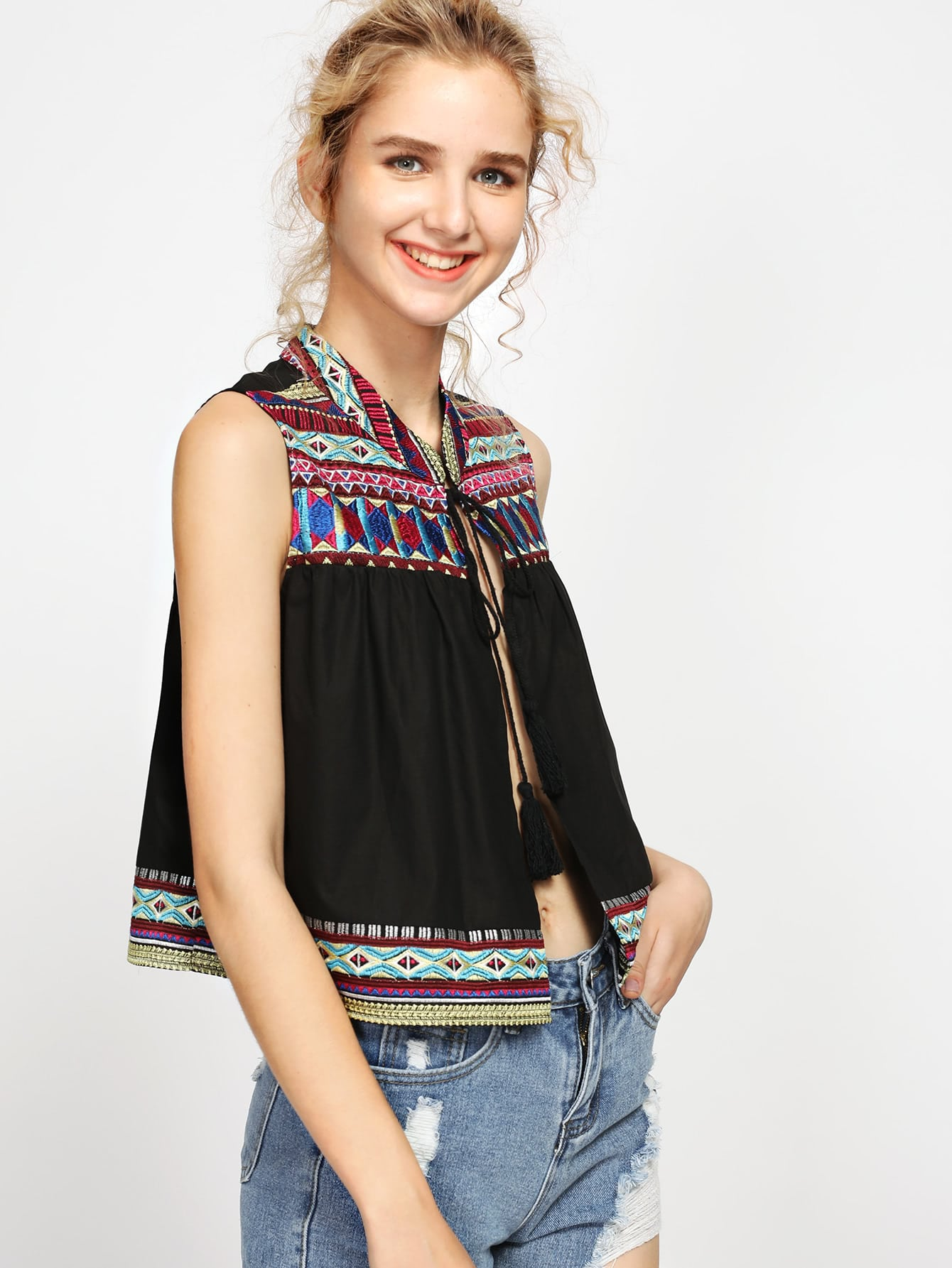 Фото Tasseled Tie Tribal Embroidered Yoke And Hem Blouse. Купить с доставкой