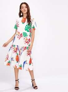 Модное платье с принтом и оборкой