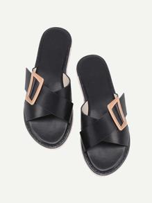 Sandales tissé croisé avec des boucles