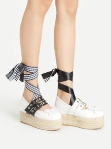 Chaussures asymétrique avec détail de nœud lacet