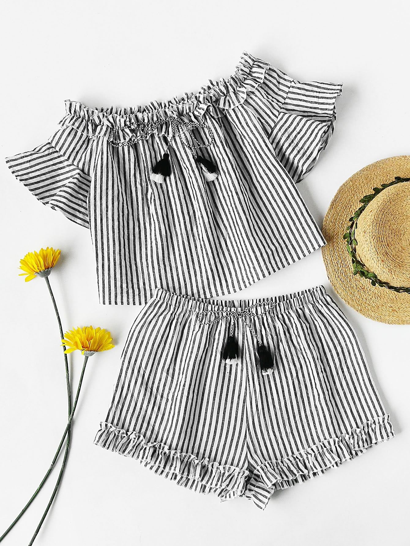 Фото Tasseled Tie Frilled Bardot Top And Shorts Co-Ord. Купить с доставкой