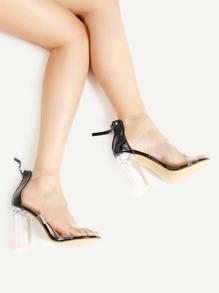Sandales à talons avec le zip et lacets