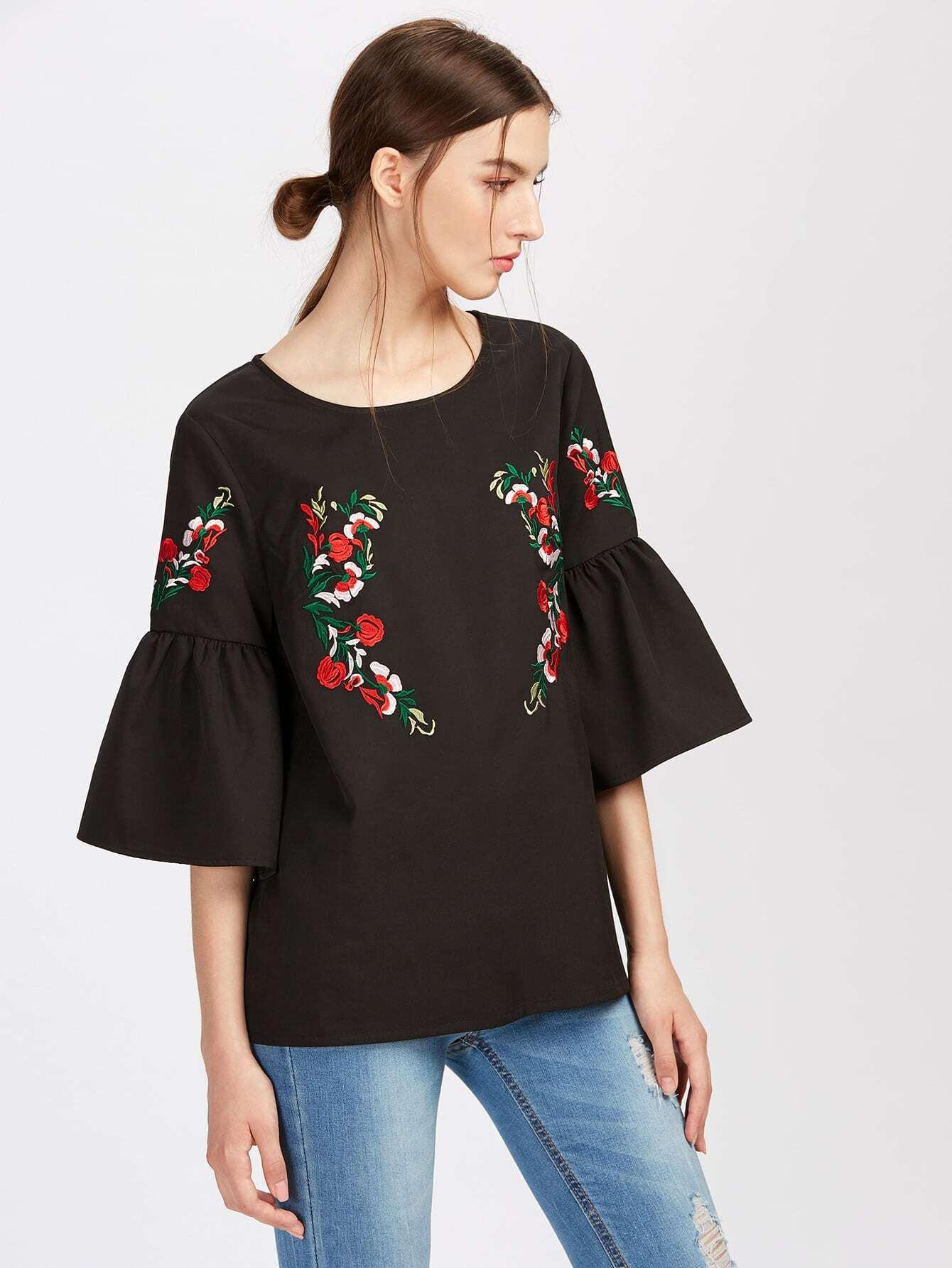 Фото Symmetric Flower Embroidered Fluted Sleeve Top. Купить с доставкой