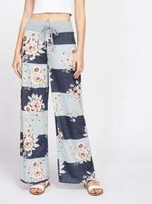 Pantaloni floreali con fondo ampio