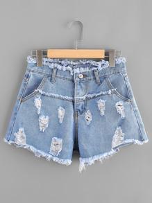 Jeansshorts mit ausgefranstem Saum