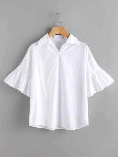 Модная блуза, рукав клёш фотографии