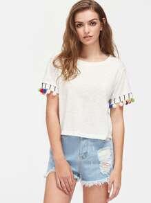 Tee-shirt découpé avec des pompons