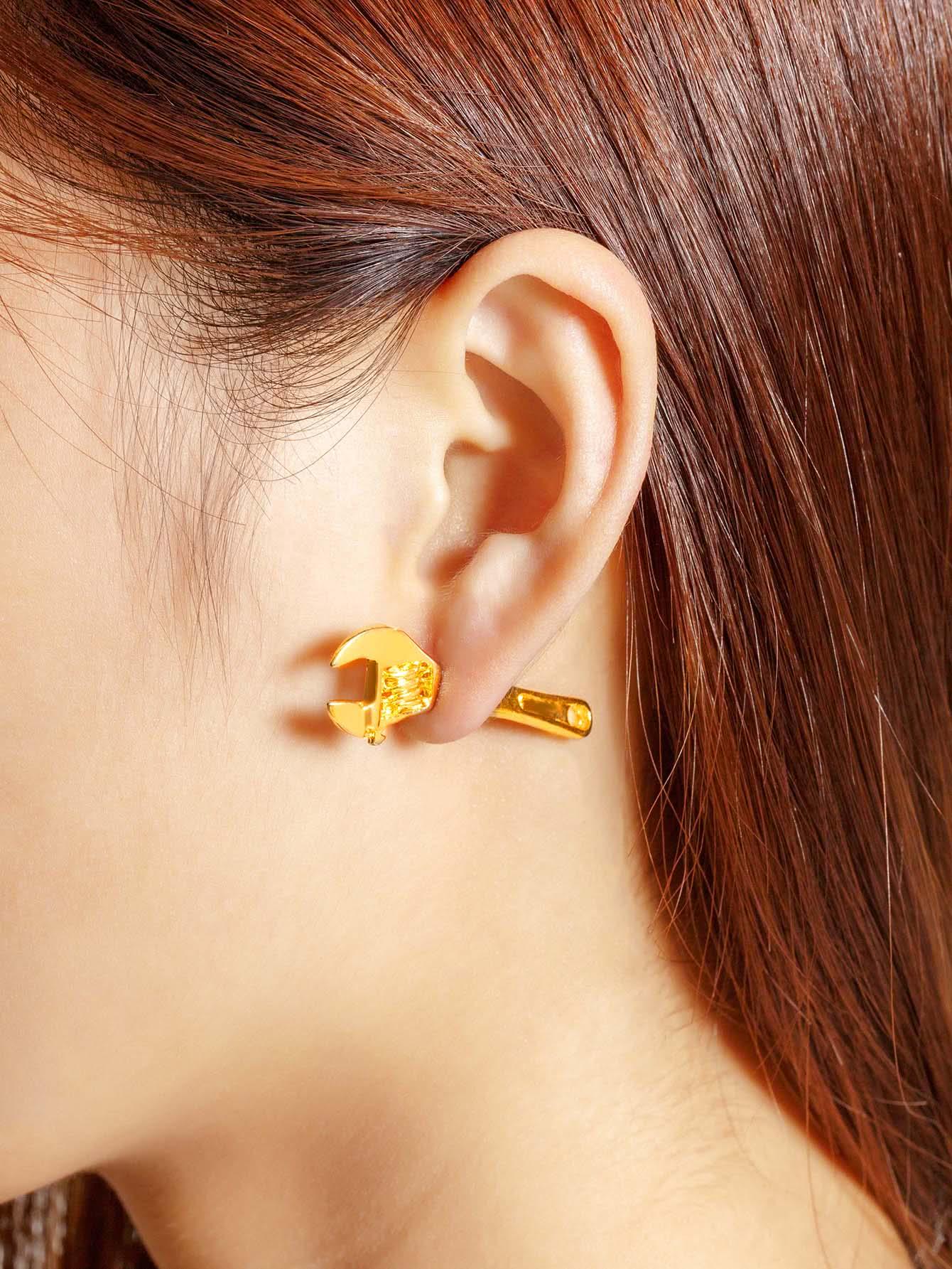все цены на  Wrench Design Stud Earring 1pcs  онлайн