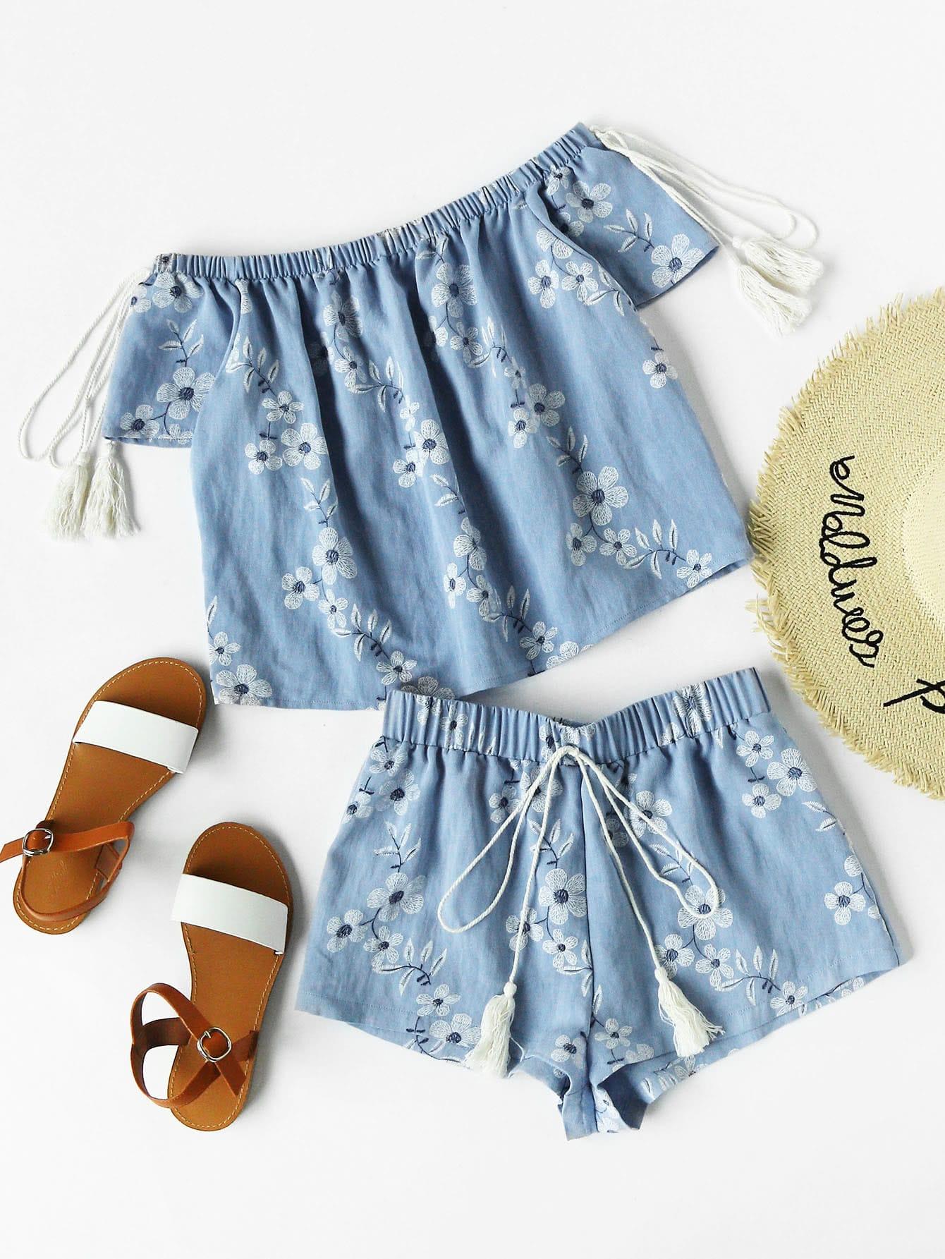 Фото Flower Print Tasseled Tie Bardot Top And Shorts Set. Купить с доставкой