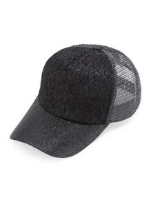 Gorra con detalle de bordado y brillo