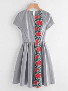 Vestido ajustado de rayas de bordado con panel