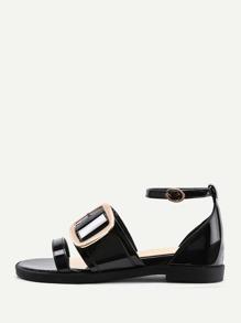 Sandales plat en cuir avec détail de boucle