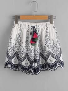Shorts mit Quaste und Stickereien