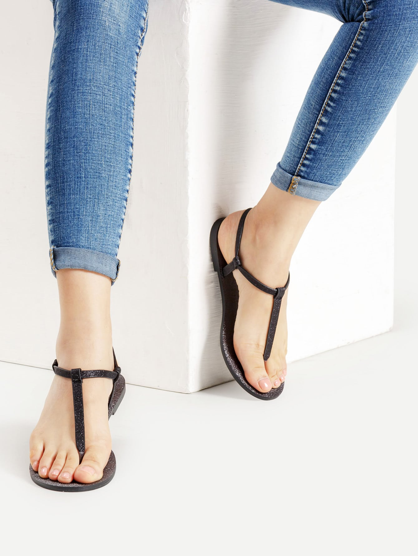 Фото Toe Post Strappy Flat Sandals. Купить с доставкой