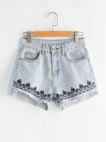 Short en denim con lavado descolorido con bordado en denim
