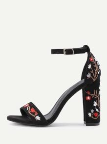 Sandales à talon brodé fleur avec deux bandes