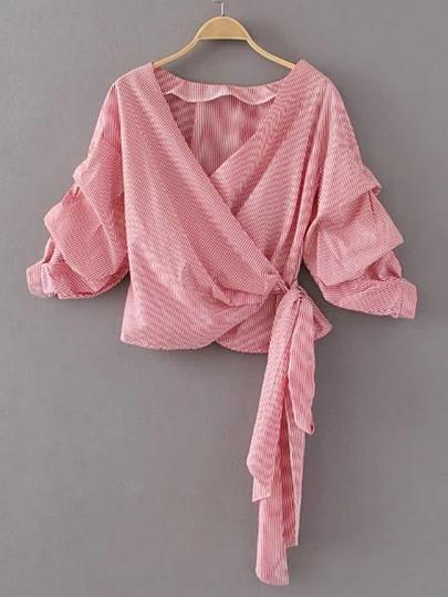 Gewickte Bluse mit sehr tief angesetzter Schulterpartie
