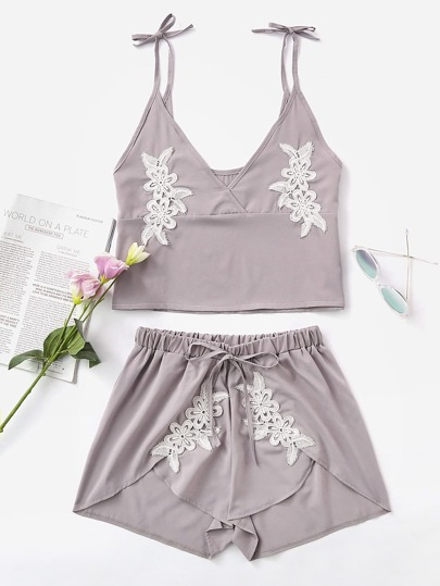 Crochet Appliques Crop Cami Top With Petal Shorts