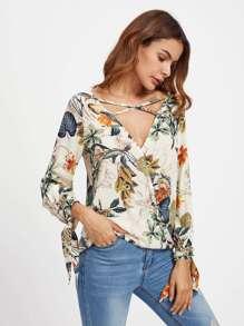 Blusa con estampado tropical y detalle de cordón