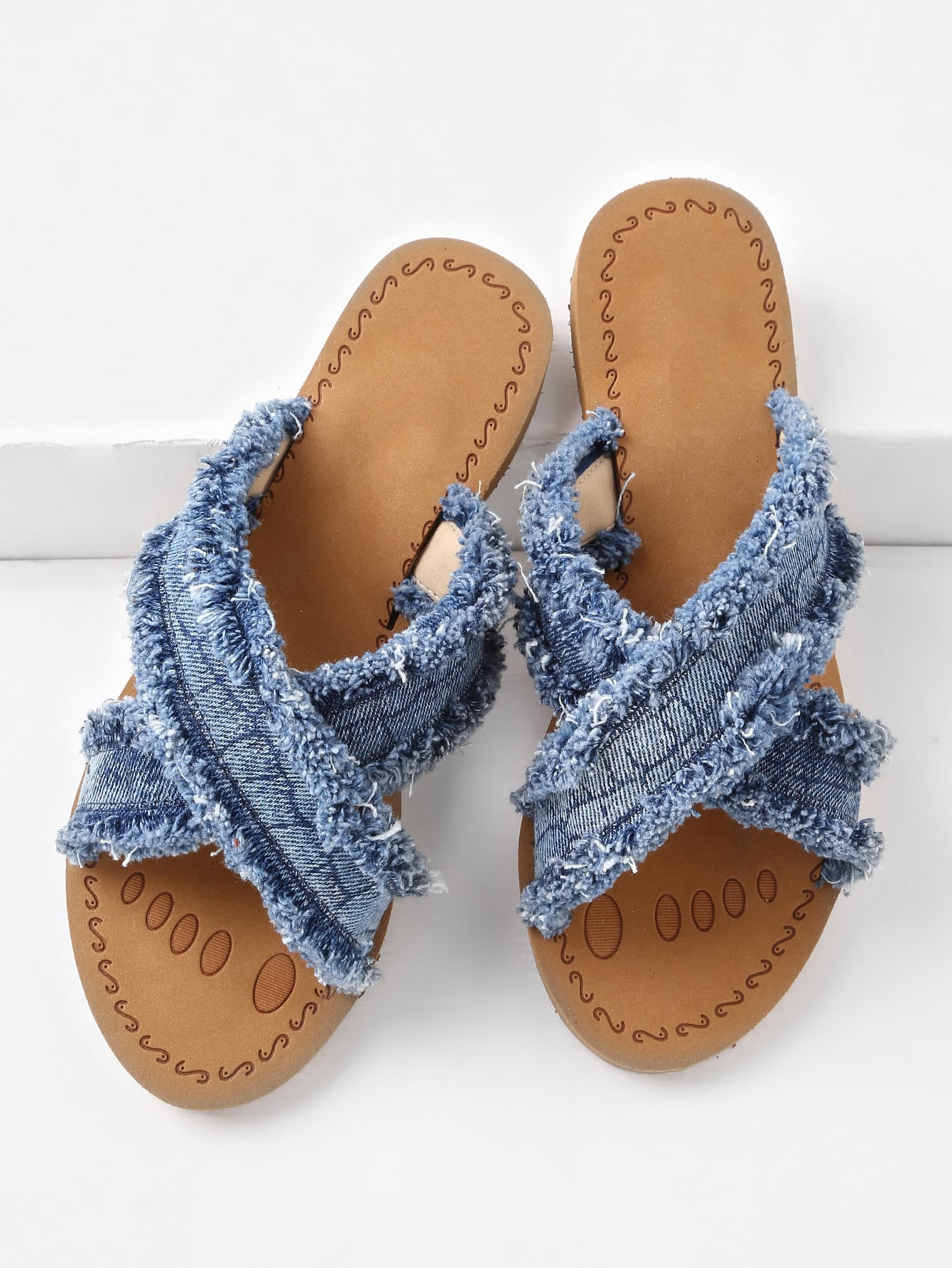 Фото Raw Trim Cross Strap Denim Slip On Sandals. Купить с доставкой