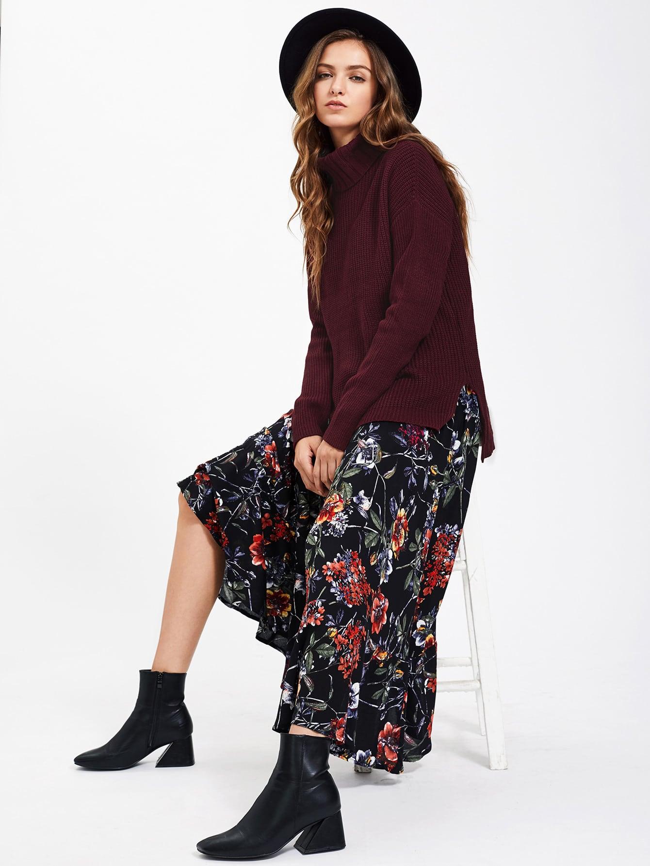 Asymmetrischer Pullover mit Rollkragen